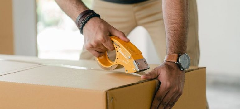 International movers Alabama taping a box