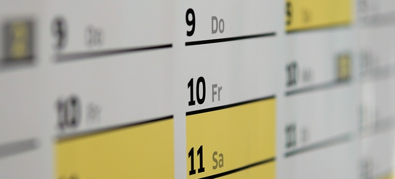 a calendar that you will use to choose the best moving date